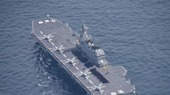 Tàu sân bay trực thăng Izumo của Lực lượng Phòng vệ Biển Nhật Bản. Ảnh: The Japan Times