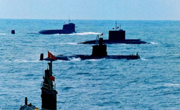 Tàu ngầm hạt nhân và tàu ngầm thông thường của Hải quân Trung Quốc tiến hành tập trận trên biển. Ảnh: Cankao