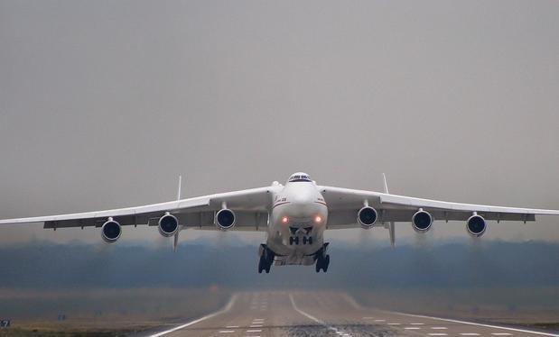 Máy bay vận tải An-225 là máy bay vận tải lớn nhất thế giới. Ảnh: Thời báo Hoàn Cầu.