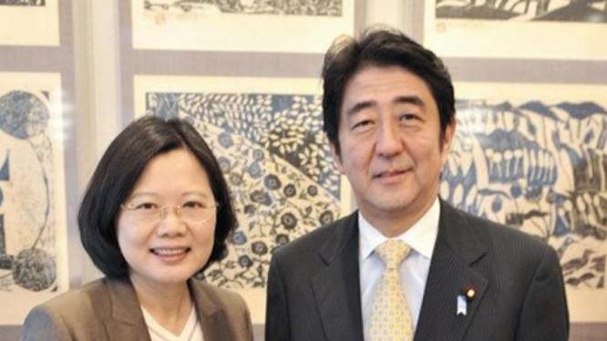 Bà Thái Anh Văn, nhà lãnh đạo Đài Loan và Thủ tướng Nhật Bản Shinzo Abe. Ảnh: Ifeng.
