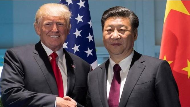 Tổng thống Mỹ Donald Trump và Chủ tịch Trung Quốc Tập Cận Bình bắt tay nhau. Ảnh: Malay Mail Online