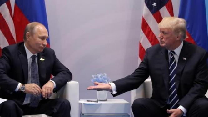 Tổng thống Nga Vladimir Putin và Tổng thống Mỹ Donald Trump. Ảnh: The Independent.