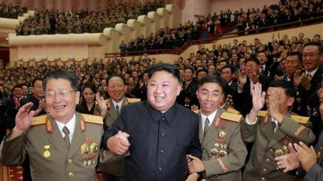 Nhà lãnh đạo Triều Tiên Kim Jong-un và quân đội Triều Tiên. Ảnh: Zaobao.