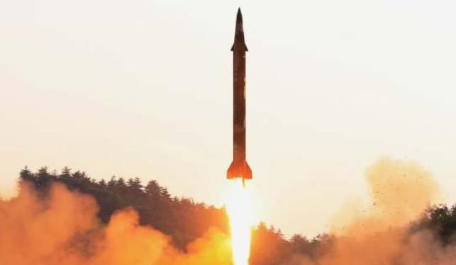 Tên lửa đạn đạo của Triều Tiên. Ảnh: Tân Hoa xã/Sina.