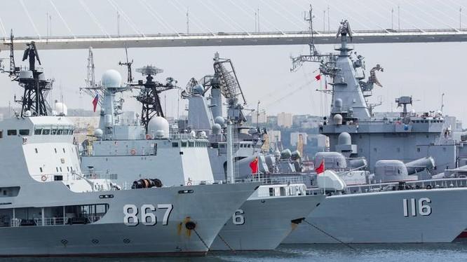 Biên đội tàu chiến Trung Quốc tham gia tập trận Liên hợp trên biển - 2017 giai đoạn hai với Hải quân Nga. Ảnh: Kaixian.