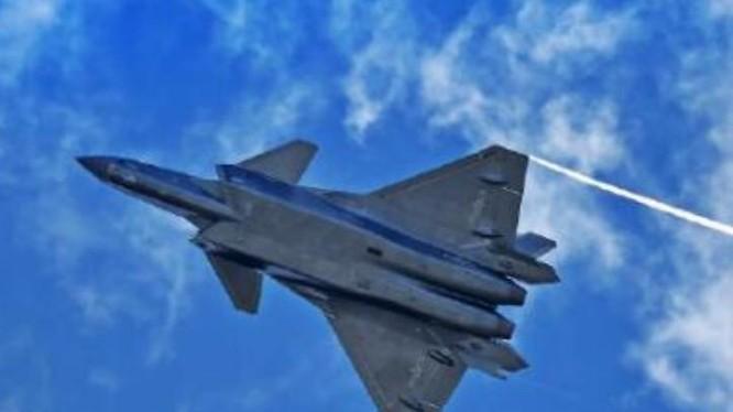 Máy bay chiến đấu J-20 Trung Quốc. Ảnh: People.