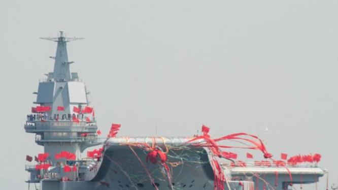 Tàu sân bay tự chế đầu tiên của Trung Quốc hạ thủy ngày 26/4/2017. Ảnh: Backchina