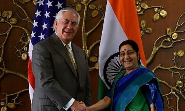 Ngoại trưởng Mỹ Rex Tillerson và Ngoại trưởng Ấn Độ Sushma Swaraj. Ảnh: The Express Tribune.