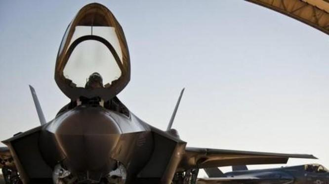 Ngày 30/10/2017, hai máy bay chiến đấu tàng hình F-35A của không quân Mỹ đã bay đến Nhật Bản. Ảnh: Sina.