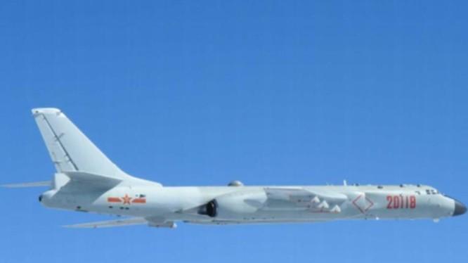 Máy bay ném bom H-6K Trung Quốc. Ảnh: UDN.
