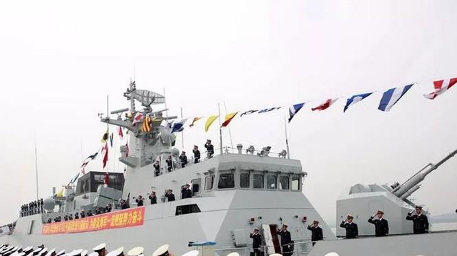 Ngày 28/11/2017, Trung Quốc biên chế tàu hộ vệ hạng nhẹ Toại Ninh Type 056A cho chi đội tàu hộ vệ 17, hải quân Trung Quốc. Ảnh: Sina.