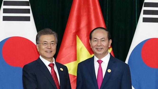 Tổng thống Hàn Quốc Moon Jae-in và Chủ tịch nước Trần Đại Quang. Ảnh: Korea.net.