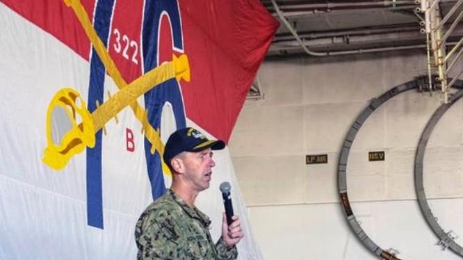 Đô đốc John Richardson. Tư lệnh hải quân Mỹ trên tàu sân bay USS Ronald Reagan. Ảnh: Stars and Stripes.