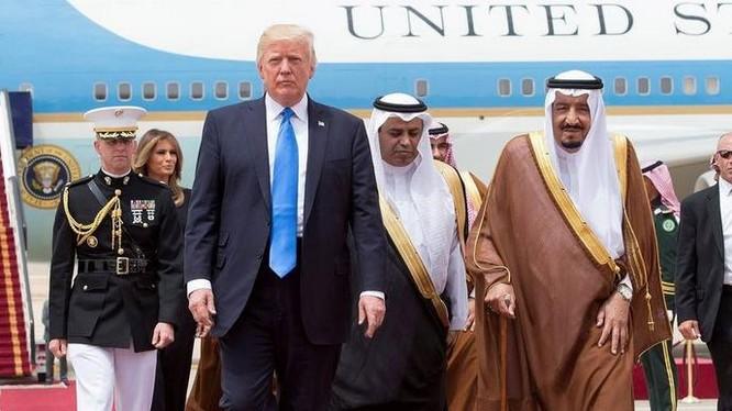 Tháng 5/2017, Tổng thống Mỹ Donald Trump đến thăm Saudi Arabia. Ảnh: Ifeng.