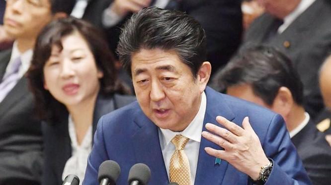 Thủ tướng Nhật Bản Shinzo Abe coi trọng tăng cường sức mạnh quốc phòng. Ảnh: The Japan Times.