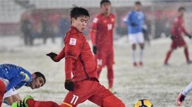 Hậu vệ Duy Mạnh trong trận chung kết giữa U23 Việt Nam và U23 Uzbekistan. Ảnh: Ifeng.