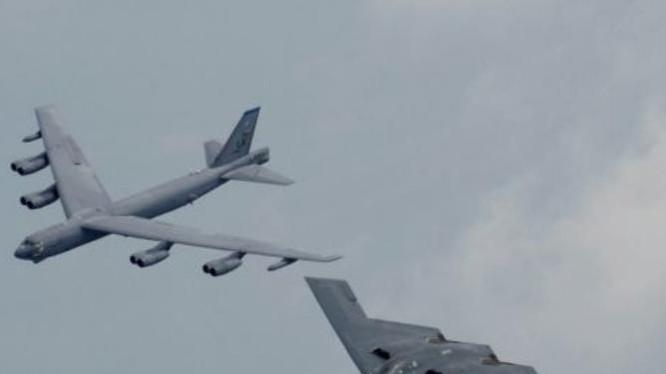 Các máy bay ném bom B-52 và B-2 Mỹ sẽ được lắp tên lửa hành trình mới LRSO. Ảnh: Cankao.
