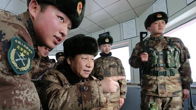 Năm 2014, Chủ tịch Trung Quốc Tập Cận Bình thị sát Quân khu Nội Mông Cổ. Ảnh: Takungpao.