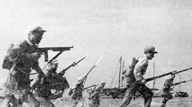 Binh sĩ quân đội Trung Quốc trong chiến dịch đảo Hải Nam. Ảnh: Cankao.