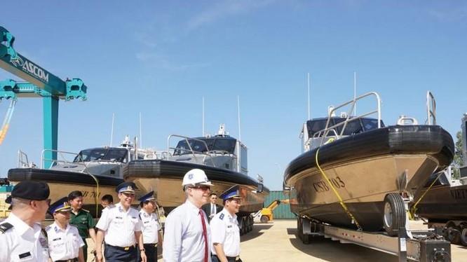 Mỹ cung cấp cho Việt Nam 6 xuồng tuần tra Metal Shark 45 Defiant đợt đầu tiên. Ảnh: Huanqiu.