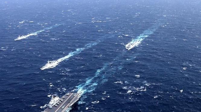 Biên đội tàu sân bay Liêu Ninh, hải quân Trung Quốc trên Biển Đông. Ảnh: Dwnews.