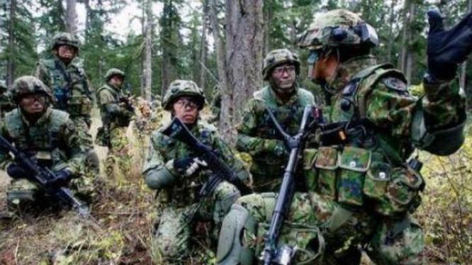 Quân đoàn cơ động đổ bộ Lực lượng phòng vệ mặt đất Nhật Bản đang tiến hành huấn luyện. Ảnh: Cankao.