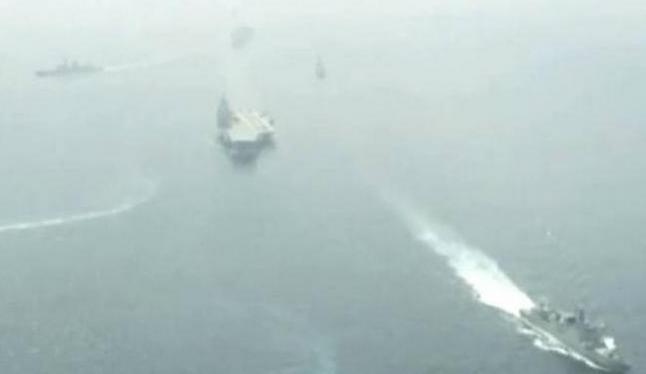 Hải quân Trung Quốc tổ chức duyệt binh trên Biển Đông. Ảnh: Sina.