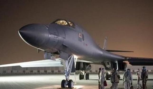 Máy bay ném bom B-1B của quân đội Mỹ tham gia cuộc tấn công tên lửa đối với Syria ngày 13/4/2018. Ảnh: Sina.
