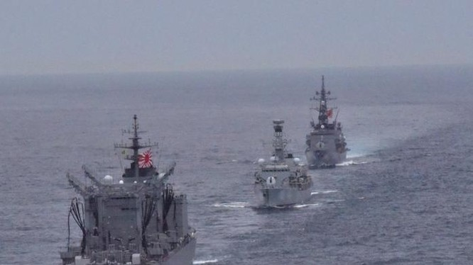 3 tàu chiến của Hải quân Anh và Lực lượng phòng vệ biển Nhật Bản tiến hành diễn tập liên hợp ở Thái Bình Dương. Ảnh: Huanqiu.
