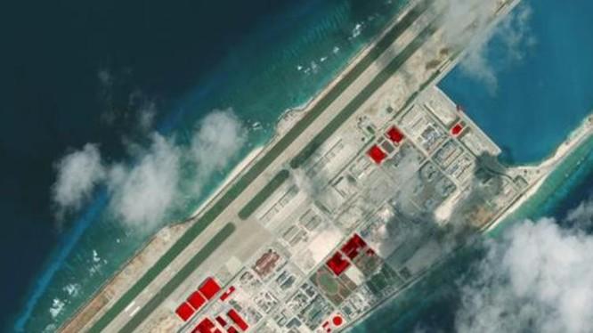 Đá Chữ Thập thuộc quần đảo Trường Sa của Việt Nam đang bị Trung Quốc chiếm đóng bất hợp pháp. Ảnh vệ tinh của CSIS 2017. Nguồn: DW.