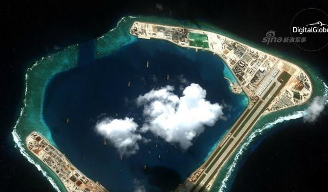 Trung Quốc đã xây dựng bất hợp pháp đường băng sân bay rộng 60 m, dài 3.250 trên đá Xu Bi, quần đảo Trường Sa, Việt Nam. Ảnh: Sina.