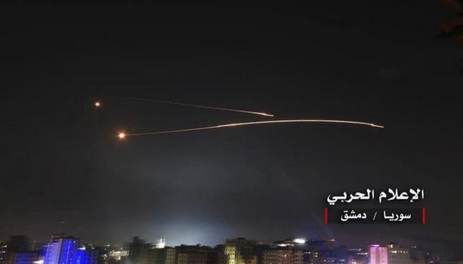 Hệ thống tên lửa phòng không Syria đáp trả cuộc tấn công của Israel ngày 10/5/2018. Ảnh: Stars and Stripes