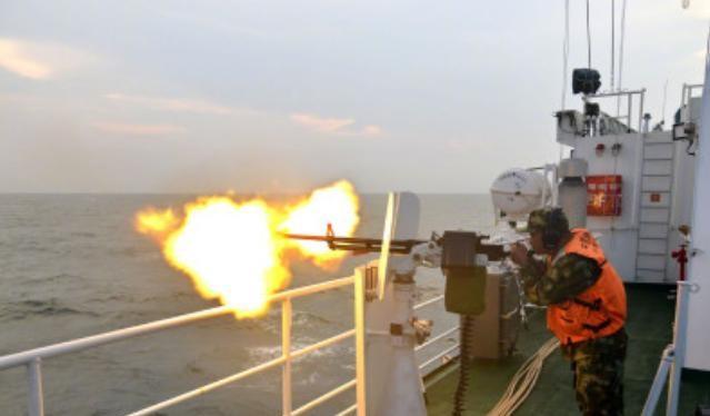 Lực lượng hải cảnh Quảng Đông, Trung Quốc tiến hành bắn đạn thật trên Biển Đông. Ảnh: Gmw.