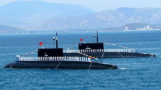 Tàu ngầm thông thường lớp Kilo của Hải quân Việt Nam.