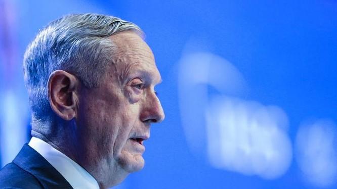 Tại Đối thoại Shangri-La 2018, Bộ trưởng Quốc phòng Mỹ James Mattis phê phán Trung Quốc quân sự hóa Biển Đông. Ảnh: Stars and Stripes.