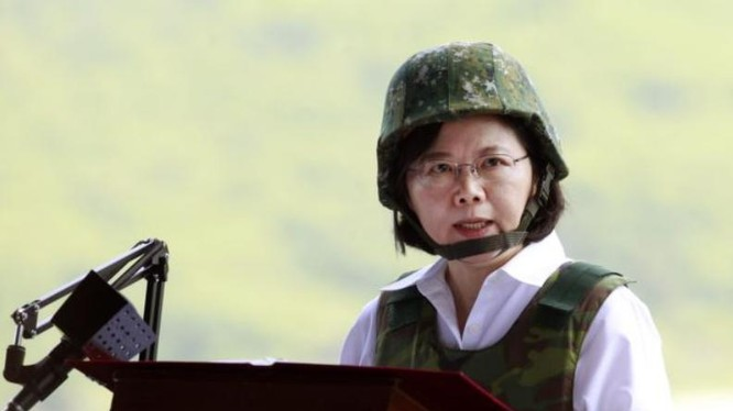 Nhà lãnh đạo Đài Loan Thái Anh Văn thị sát quân đội.