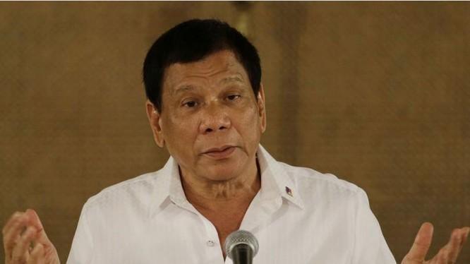 """Tổng thống Philippines Rodrigo Duterte bị báo Trung Quốc phê phán là """"nuốt lời"""" khi tiếp tục duy trì các cuộc tập trận chung với Mỹ. Ảnh: Sohu."""