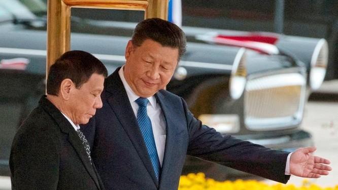 Tổng thống Philippines Rodrigo Duterte và Chủ tịch Trung Quốc Tập Cận Bình. Ảnh: Philstar.