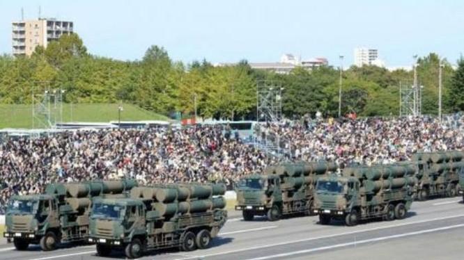 Lực lượng Phòng vệ Nhật Bản tiến hành duyệt binh. Ảnh: Cankao.