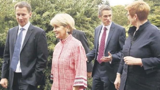 """Hội nghị """"2+2"""" giữa Bộ trưởng Quốc phòng và Ngoại trưởng hai nước Anh - Australia. Ảnh: Ifeng."""