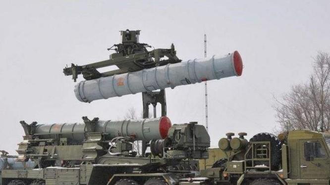 Hệ thống tên lửa phòng không S-400 Nga. Ảnh: QQ.