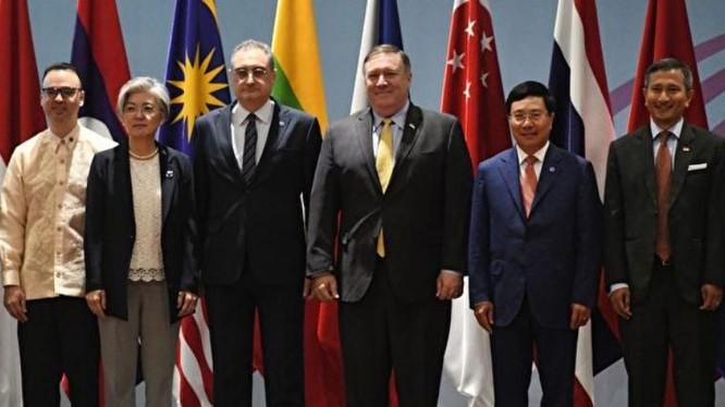 Ngày 4/8/2018, Ngoại trưởng Mỹ Mike Pompeo tham dự Hội nghị cấp cao ASEAN. Ảnh: Getty Images.