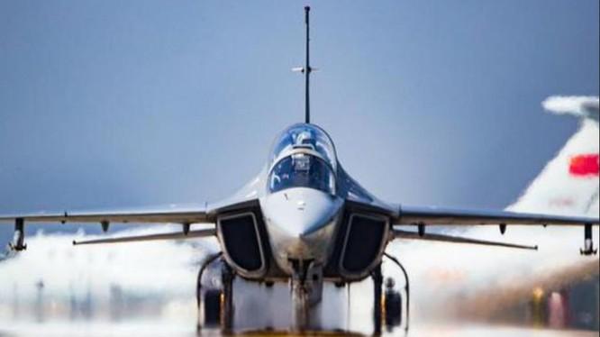 Máy bay huấn luyện cao cấp JL-10 Trung Quốc lệ thuộc vào nguồn cung động cơ AI-222-25 của Ukraine. Ảnh: Sina.