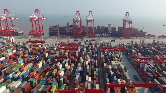 """Sau khi gia nhập WTO vào năm 2001, sự thịnh vượng của thương mại đối ngoại đã đóng vai trò rất quan trọng đối với sự """"cất cánh"""" của nền kinh tế Trung Quốc. Ảnh: Xinhuanet."""