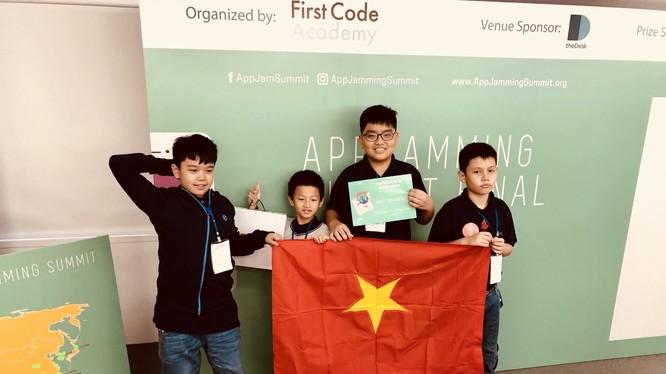 """Đội thí sinh Crazy Appentor của Học viện TEKY vừa nhận được giải """"Best Creative"""" tại cuộc thi lập trình ứng dụng di động AppJaming Summit 2018"""
