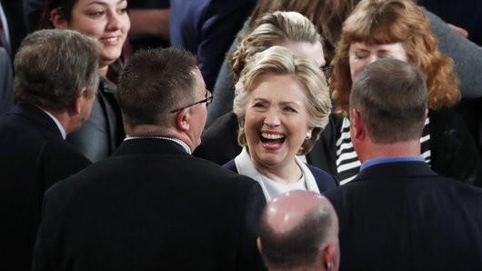 Bà Hillary Clinton đang bỏ xa đối thủ