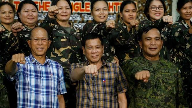 Ông Duterte liên tiếp có những phát ngôn và hành động gây bất ngờ