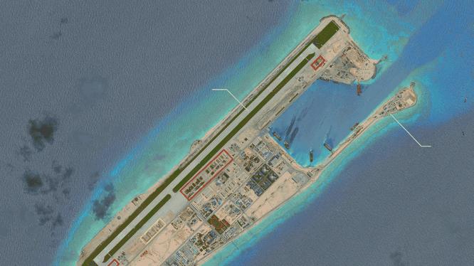 Đá Chữ Thập đã bị Trung Quốc bồi lấp trái phép thành đảo nhân tạo với đường băng, nhà chứa máy bay và các công trình quân sự kiên cố