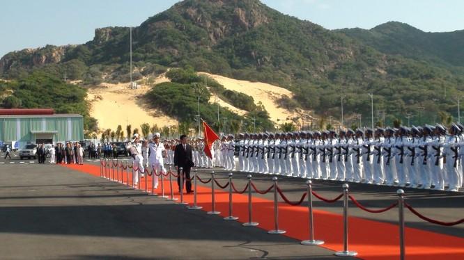 Việt Nam đã khai trương cảng quốc tế Cam Ranh và đón tàu của nhiều nước tới thăm