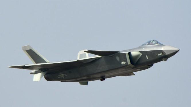 Chiến đấu cơ J-20 trình làng ở triễn lãm hàng không Chu Hải